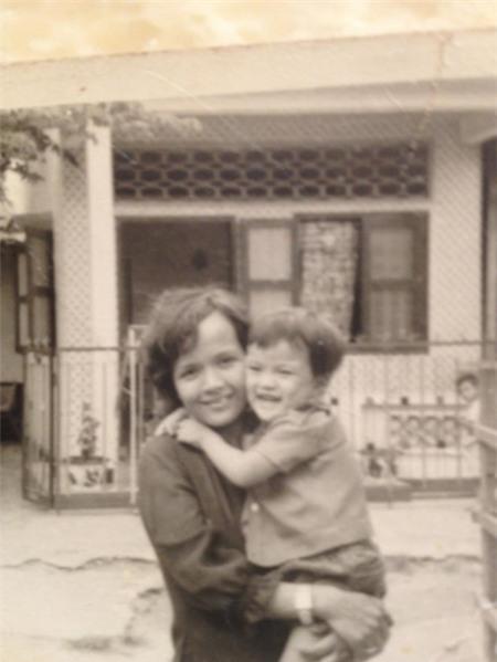 Đàm Vĩnh Hưng và mẹ trong loạt ảnh thơ ấu của anh - Tin sao Viet - Tin tuc sao Viet - Scandal sao Viet - Tin tuc cua Sao - Tin cua Sao