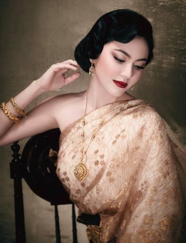 """Tinh tế và gợi cảm, """"ma nữ quyễn rũ nhất Thái Lan"""" Mai Davika Horne trông vô cùng quý phái với bộ trang phục này."""