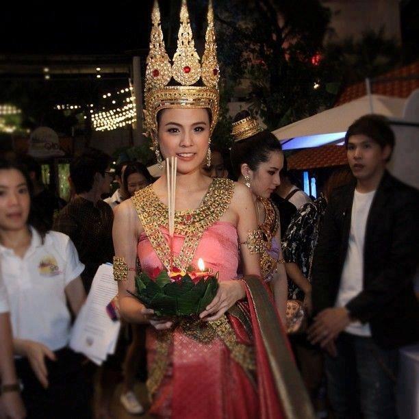 Cô nàng lớp trưởng trong series phim Tuổi nổi loạn Pattie Sirapatsakmetha thật rạng rỡ và nữ tính khi khoác lên mình bộ váy Thái.