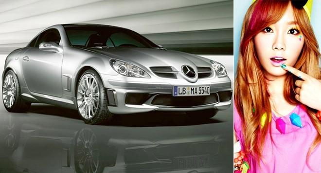 Trưởng nhóm Taeyeon sở hữu chiếc Mercedes SLK 2 cửa sành điệu.