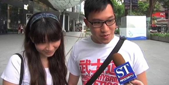 Cô gái ngồi lên lưng bạn trai gây tranh cãi cộng đồng mạng