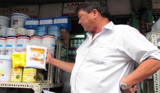 ....hóa chất tẩm ướp thực phẩm được bày bán công khai.