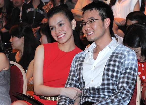 Hai vợ chồng luôn tay trong tay ở mọi sự kiện - Tin sao Viet - Tin tuc sao Viet - Scandal sao Viet - Tin tuc cua Sao - Tin cua Sao