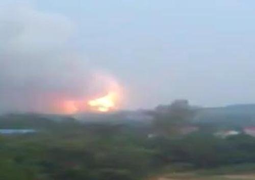 Vụ nổ gây cháy lớn tại nhà máy sản xuất pháo hoa.
