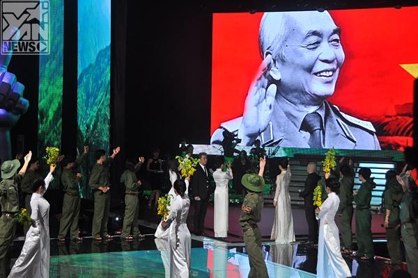 Tiết mục tưởng nhớ đến Đại tướng Võ Nguyên Giáp của Giọng hát Việt 2013.