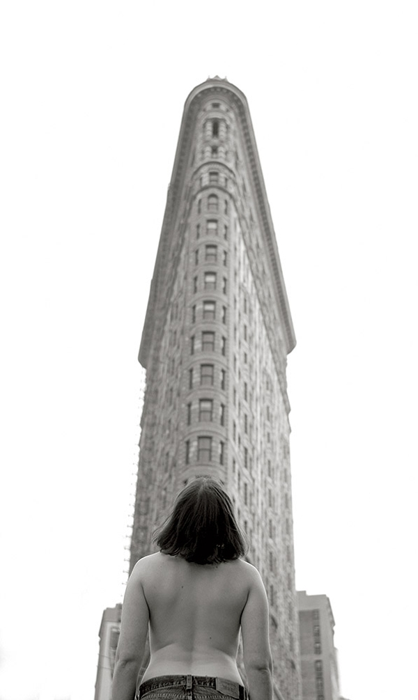 Ấn tượng bộ ảnh phụ nữ ngực trần giữa New York
