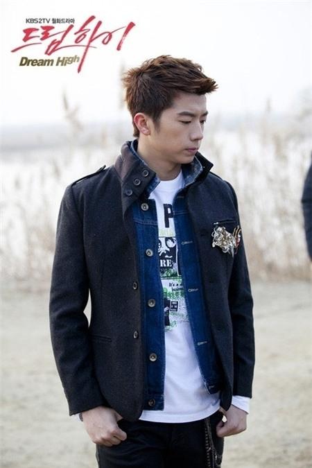 Wooyoung trong vai Jason