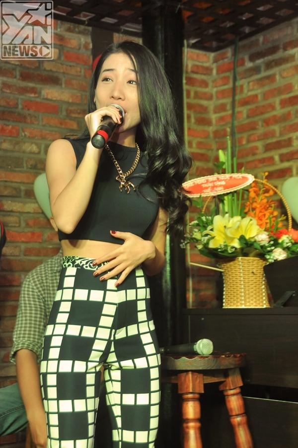 """Hằng Bing Boonghát tặng Miahit Thu cuối       Mia""""đọ giọng"""" cùngHằng Bingboong  Miahát tặng các fan của mình  Cười thích thú khi tham gia trò chơi cùngS.T - Tin sao Viet - Tin tuc sao Viet - Scandal sao Viet - Tin tuc cua Sao - Tin cua Sao"""