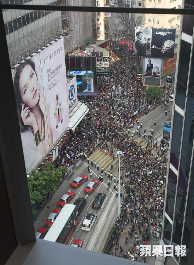 Sao Hong Kong biểu tình và bật khóc vì HKTV bị chèn ép