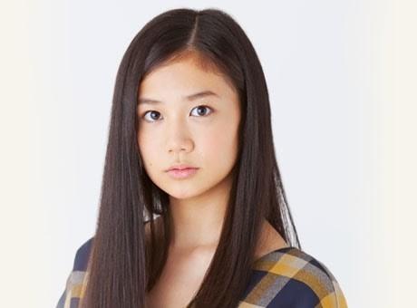 Mái tóc suôn mượt của Fumika Shimizu.