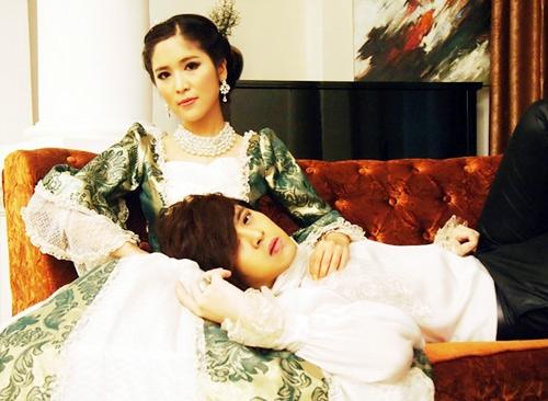 Sky nhiều lần góp mặt trong MV của Wanbi Tuấn Anh.
