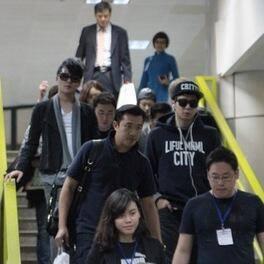 Hình ảnh hiếm hoi củaJYJở sân bay Nội Bài