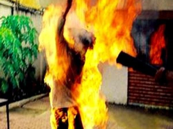 Bi kịch châm lửa đốt bạn gái vì bị từ chối