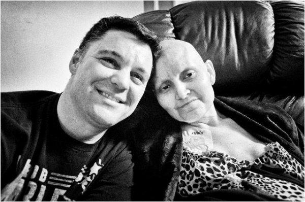 Rơi nước mắt với tình yêu dành cho vợ bệnh ung thư