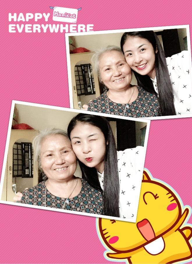 Khoảnh khắc người đẹp hạnh phúc và vui vẻ bên bà ngoại.
