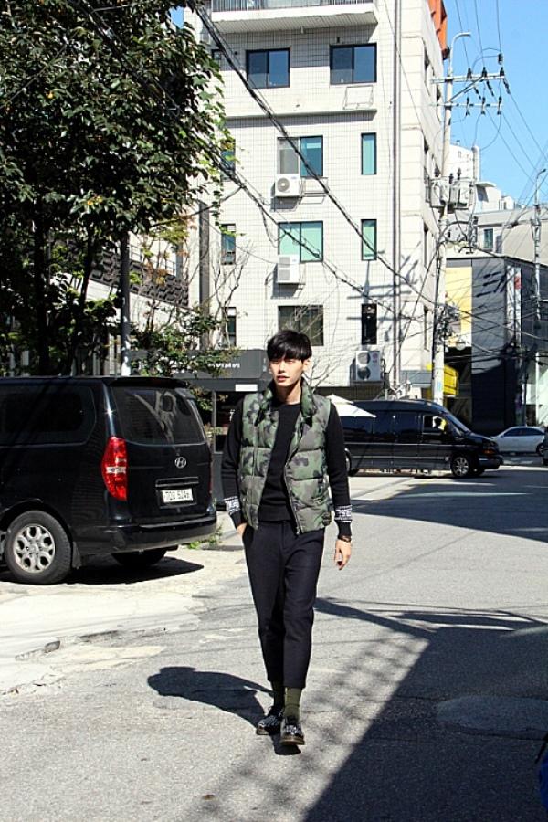 Lee Jong Suk thống trị tạp chí Star 1 với nét đẹp hoàn hảo