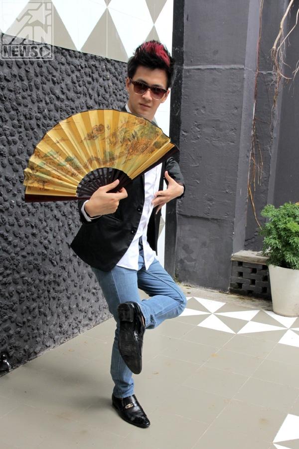 """Không chỉ so tài ăn nói, """"họ"""" còn so tài vũ đạo nhưng mỗi người một sở trường khác nhau. """"Đàn anh"""" kỳ quặc sẽ thể hiện màn múa bale kinh điển Hồ Thiên Ngavà Ngô Kiến Huy khoe tài nhảy hiphop, liệu ai sẽ thắng ai? - Tin sao Viet - Tin tuc sao Viet - Scandal sao Viet - Tin tuc cua Sao - Tin cua Sao"""