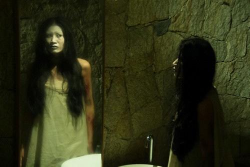 Trang Trần vào vai một hồn ma trong phim Biết chết liền