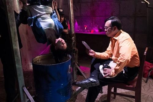 Cảnh quay đầy ám ảnh của Trang Trần mở đầu phim Biết chết liền