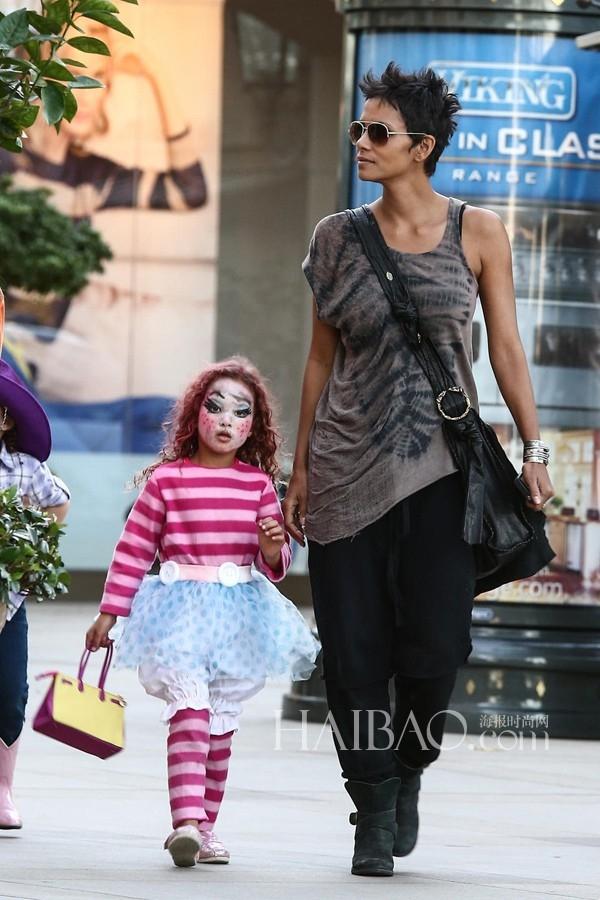 """Miêu nữ"" Halle Berry và con gái Nahla."