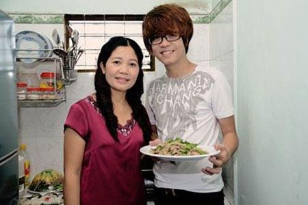 Bùi Anh Tuấn và mẹ