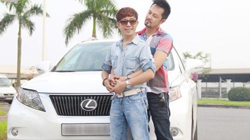 Long Nhật: Đây là chiếc xe mà mọi người bắt gặp khi chúng tôi vào khách sạn cùng nhau