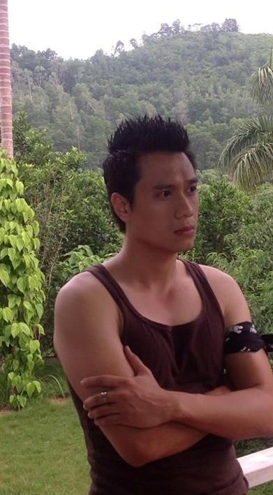 Diễn viên Việt Anh trong vai Hải Long- một chàng công tử nhà giàu nhưng đồng thời là tay giang hồ khét tiếng trong bộ phim sắp lên sóng truyền hình Chỉ có thể là yêu.