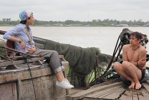 """""""Chàng bóng"""" Ngô Kiến Huy và """"nàng men"""" Đinh Ngọc Diệp trong thảm họa phim Việt 2012 mang tên Nàng men chàng bóng."""