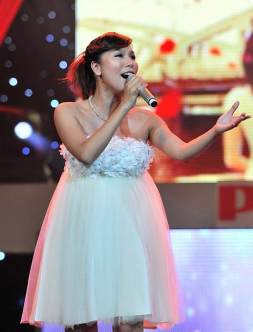 Tuy nhiên, Khánh Ngọc không hề tỏ ra đuối sức mà vẫn thể hiện hết mình trên sân khấu.