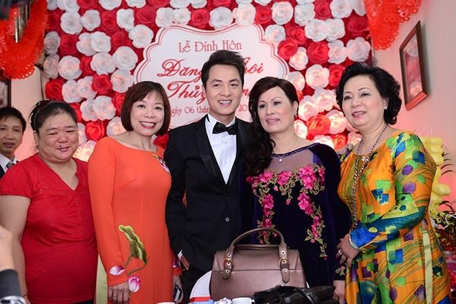 Hôn lễ của Đăng Khôi là điều cả gia đình chờ đợi sau khi cậu nhóc Ken chào đời và công việc của nam ca sĩ càng phát triển, thành công - Tin sao Viet - Tin tuc sao Viet - Scandal sao Viet - Tin tuc cua Sao - Tin cua Sao