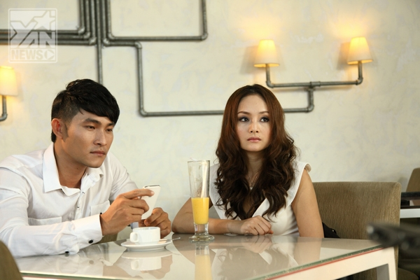 Nguyễn Hồng Ân sinh năm 1983, chính thức đi hát khoảng 6 năm nay và đã cho ra khá nhiều album riêng như: Ân Mưa, Ân Sóng...
