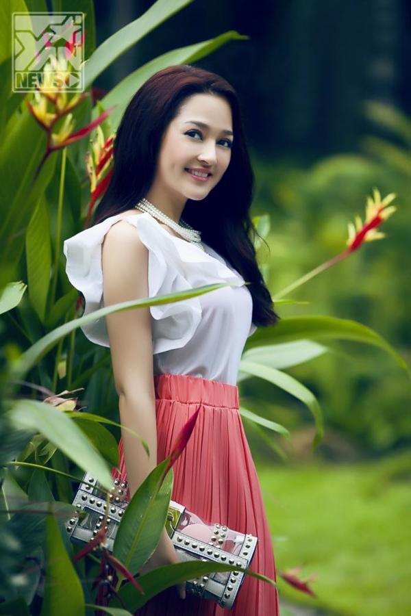 """Bảo Anh thu hút sự chú ý của dư luận khi tham gia cuộc thi Giọng hát Việt 2012 và được gọi là """"Taylor Swift Việt Nam"""" nhờ ngoại hình xinh xắn, tươi sáng như một nàng công chúa."""