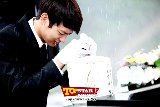 Cảnh rơi nước mắt trong đám tang của Minho (SHINee) trong To The Beautiful You
