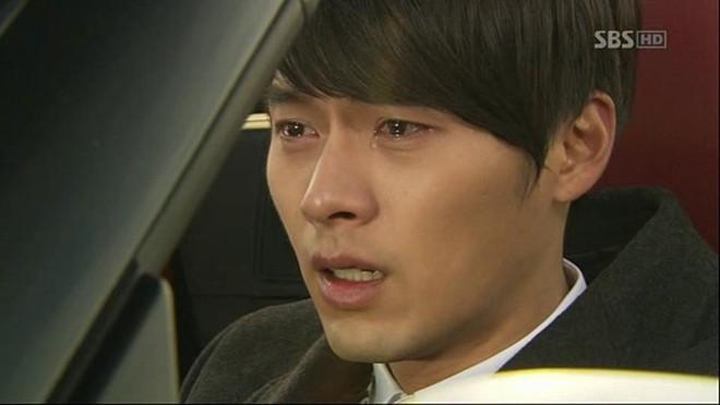 Jo In Sung đã tốn không ít nước mắt với bom tấn That Winter The Wind Blows.   Khán giả không thể kìm lòng khi Hyun Bin rơi nước mắt trong Secret Garden.