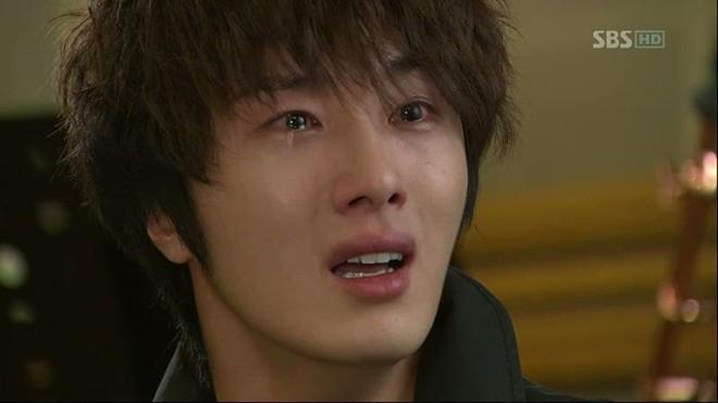 Jung Il Woo cũng từng trải nghiệm cảnh khóc lóc.
