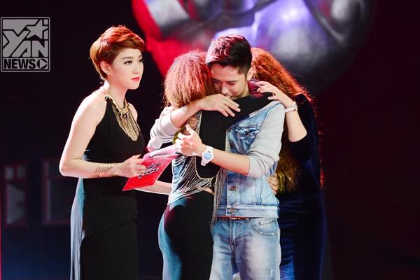 """Tham gia dẫn dắt Giọng hát Việt chưa lâu Yumi Dương nhanh chóng được bình chọn là MC thảm họa nhất trong năm nay vì những lỗi rất """"sơ đẳng""""."""