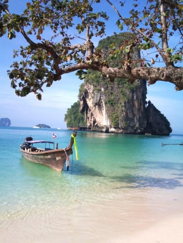 Bãi biển Ao Nang gần Krabi, Thái Lan