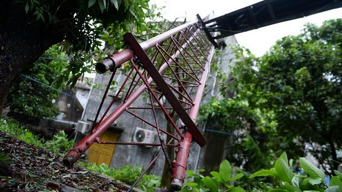 Haiyan quật ngã tháp truyền hình rồi suy yếu thành áp thấp
