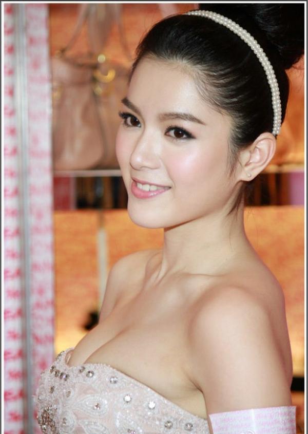 Người mẫu mang bốn dòng máu Hàn, Nhật, Hà Lan và Đài Loan Cẩu Vân Tuệ.