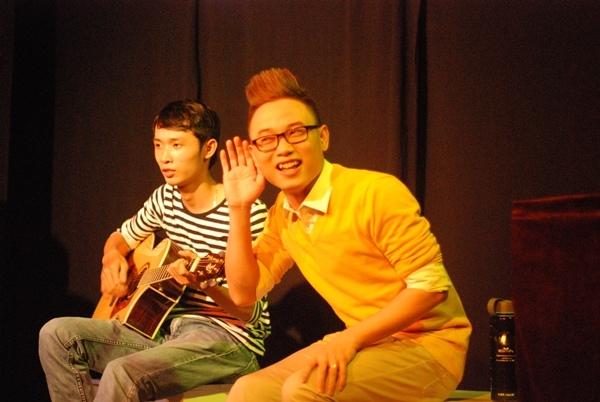 Trưởng thành từ cuộc thi The Voice 2012; với chất giọng lạ, tinh quái và pha chút nghịch ngợm, chàng học trò cưng của HLV Thu Minh đã để lại những dấu ấn riêng trong lòng khán giả.