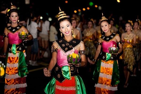 Lung linh lễ hội đèn trời Loi Krathong ở Thái Lan