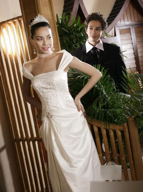 Hồ Ngọc Hà khoe nét đẹp sang trọng trong một bộ váy cưới trễ vai - Tin sao Viet - Tin tuc sao Viet - Scandal sao Viet - Tin tuc cua Sao - Tin cua Sao