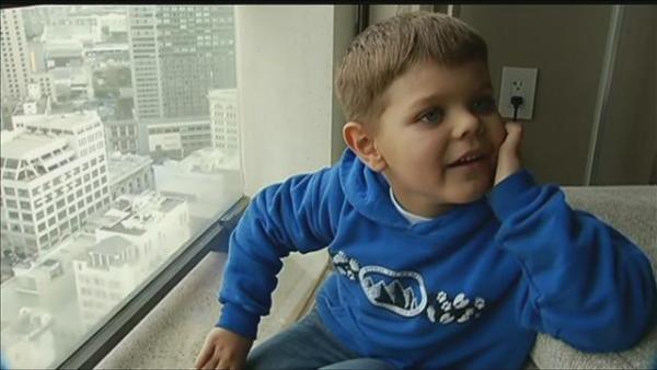 Chùm ảnh: Cả thành phố biến giấc mơ Batman của cậu bé 5 tuổi trở thành hiện thực