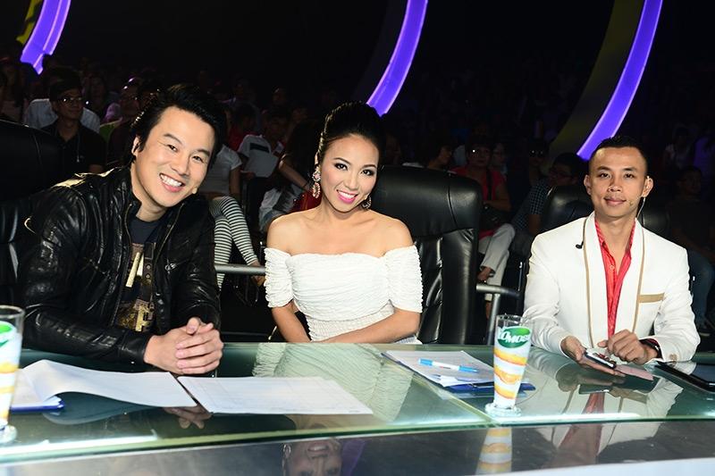 Thanh Bùi trong vai trò giám khảo khách mời trong liveshow 7 chương trình Thử Thách Cùng Bước Nhảy 2013