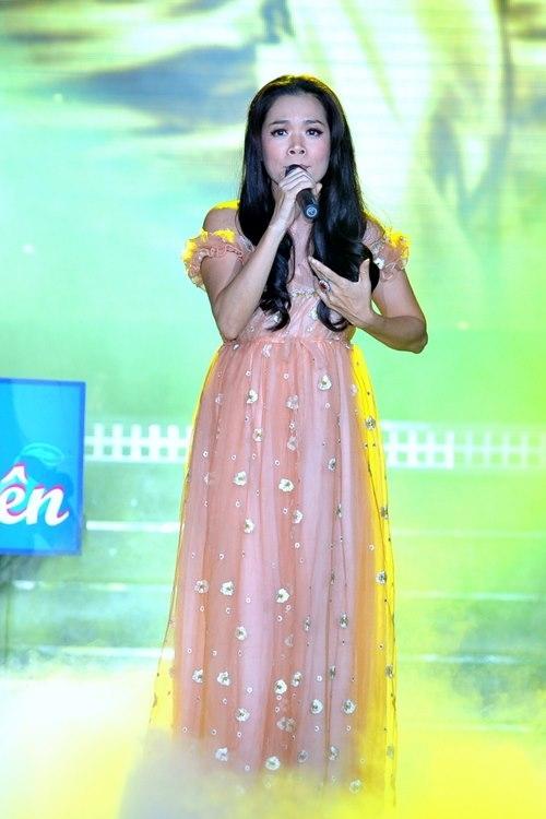 Lần thứ 2 chị tham gia chương trình này, Mỹ Lệ biểu diễn ca khúc Cho Đời Chút Ơn của nhạc sỹ Trịnh Công Sơn