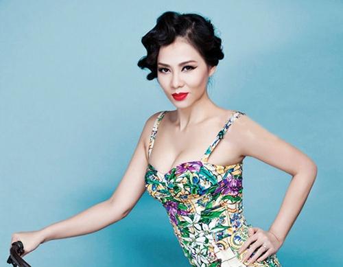 """Dù là trong show truyền hình hay ngoài đời thường cô đều gây sự chú ý bởi những bộtrang phục """"không quên"""" vòng 1. - Tin sao Viet - Tin tuc sao Viet - Scandal sao Viet - Tin tuc cua Sao - Tin cua Sao"""