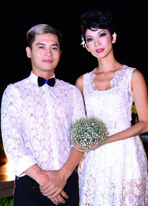 Giám khảo của cuộc thi Vietnam's Next Top Model cũng thường xuyên gây xôn xao dư luận khi thường xuyên lăng xê mốt váy, áo xuyên thấu, đồ ren. - Tin sao Viet - Tin tuc sao Viet - Scandal sao Viet - Tin tuc cua Sao - Tin cua Sao