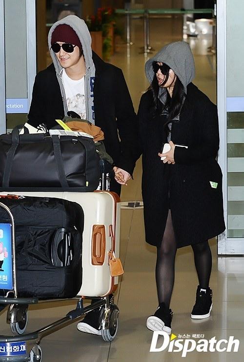 Kim Bum và Moon Geun Young tay trong tay cực tình cảm