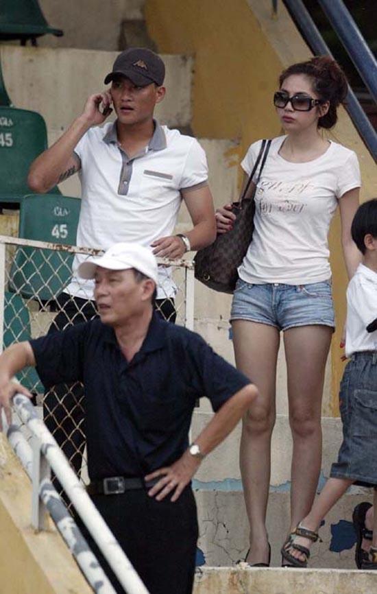 """Khoảng thời gian dính vào """"nghi án"""" có tình cảm với nhau, Thủy Tiên thường xuyênxuất hiện trong các trận đấu cho Công Vinh tham gia hay cùng bạn trai """"tin đồn""""đi thưởng thức các trận cầu hấp dẫn - Tin sao Viet - Tin tuc sao Viet - Scandal sao Viet - Tin tuc cua Sao - Tin cua Sao"""