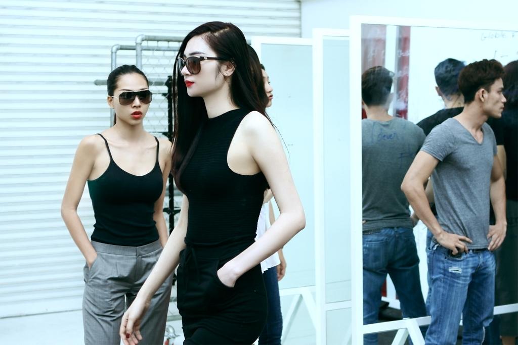Hoàng Thùy và Huyền Trang tập luyện và thử đồ ELLE Fashion Show